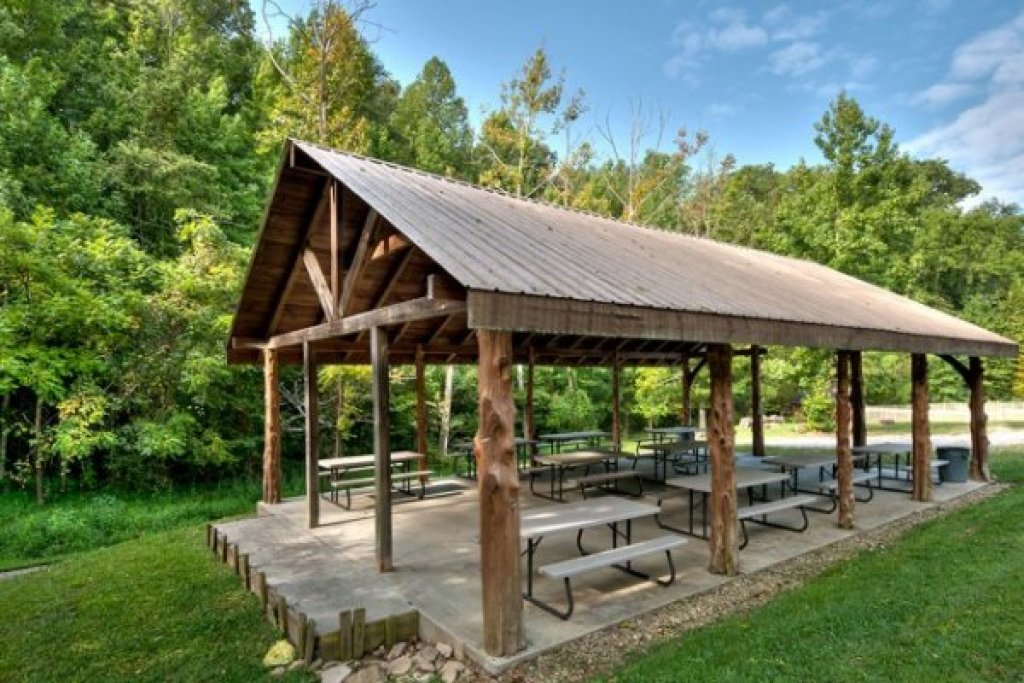 Photo of a Pigeon Forge Cabin named Cold Creek Camp - This is the thirty-first photo in the set.