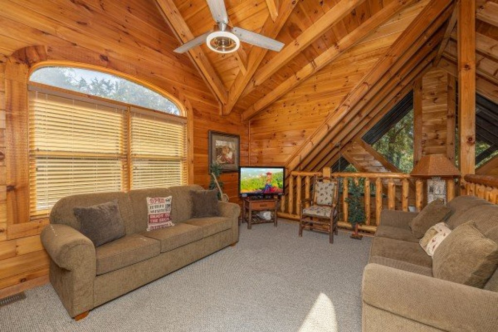 Photo of a Pigeon Forge Cabin named Cold Creek Camp - This is the twelfth photo in the set.