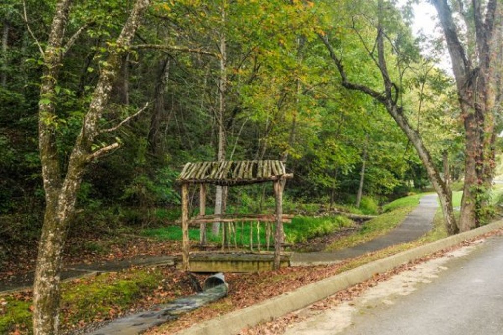 Photo of a Pigeon Forge Cabin named Cold Creek Camp - This is the thirtieth photo in the set.