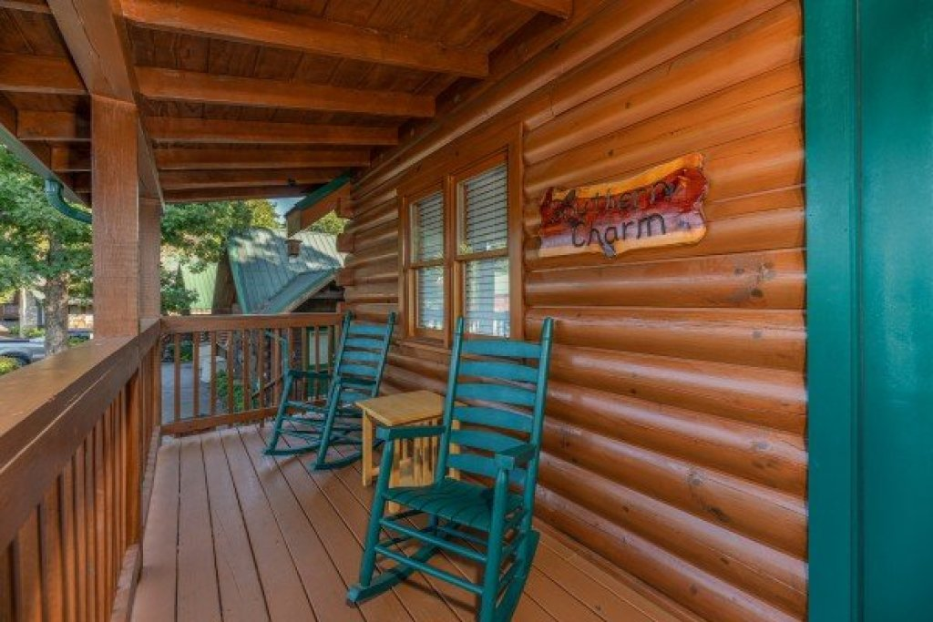 Photo of a Pigeon Forge Cabin named Southern Charm - This is the second photo in the set.