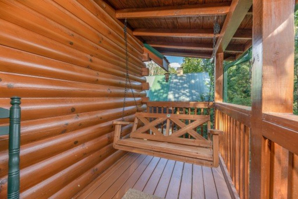 Photo of a Pigeon Forge Cabin named Southern Charm - This is the eighth photo in the set.