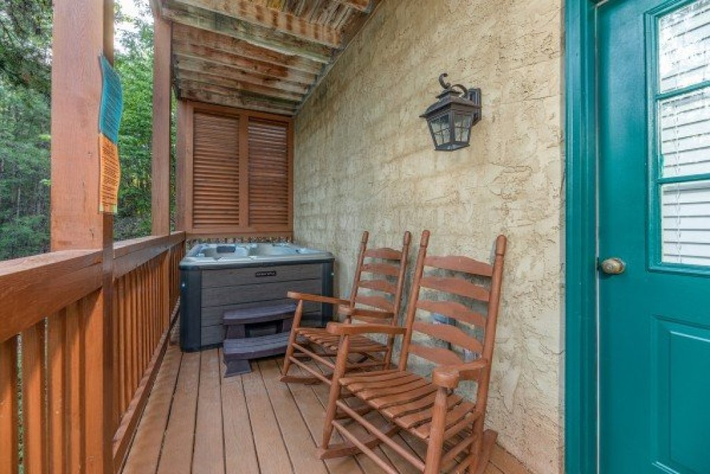 Photo of a Pigeon Forge Cabin named Southern Charm - This is the nineteenth photo in the set.