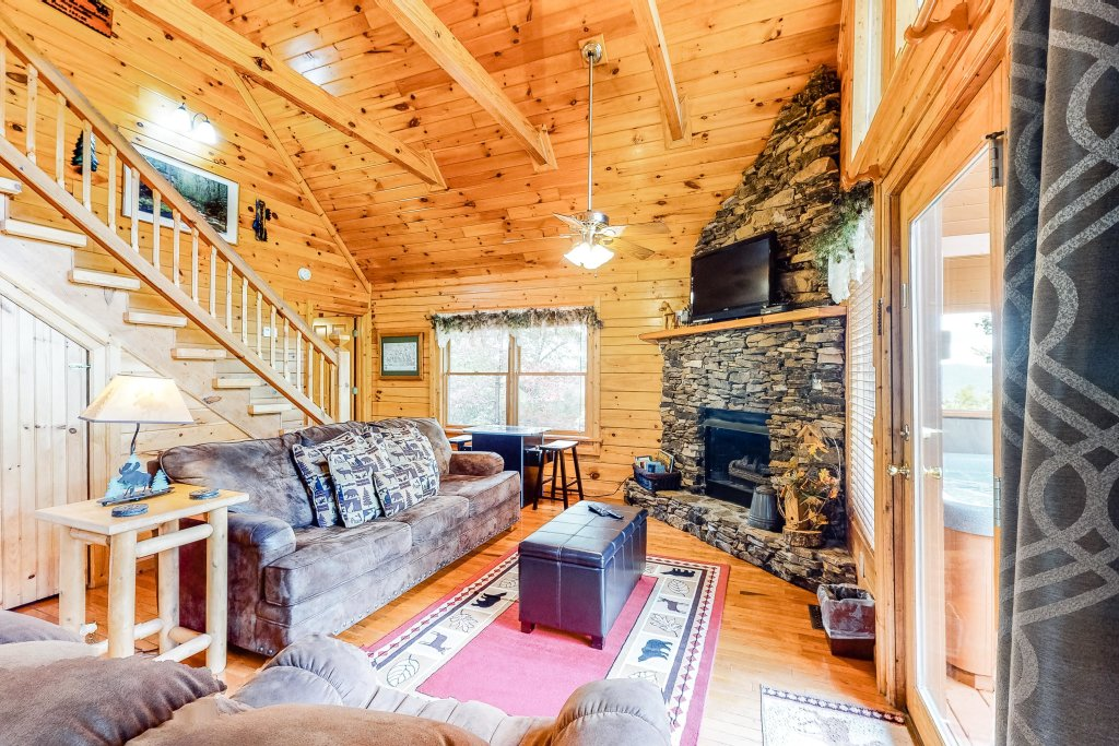Photo of a Sevierville Cabin named Altitude Adjustment - This is the second photo in the set.