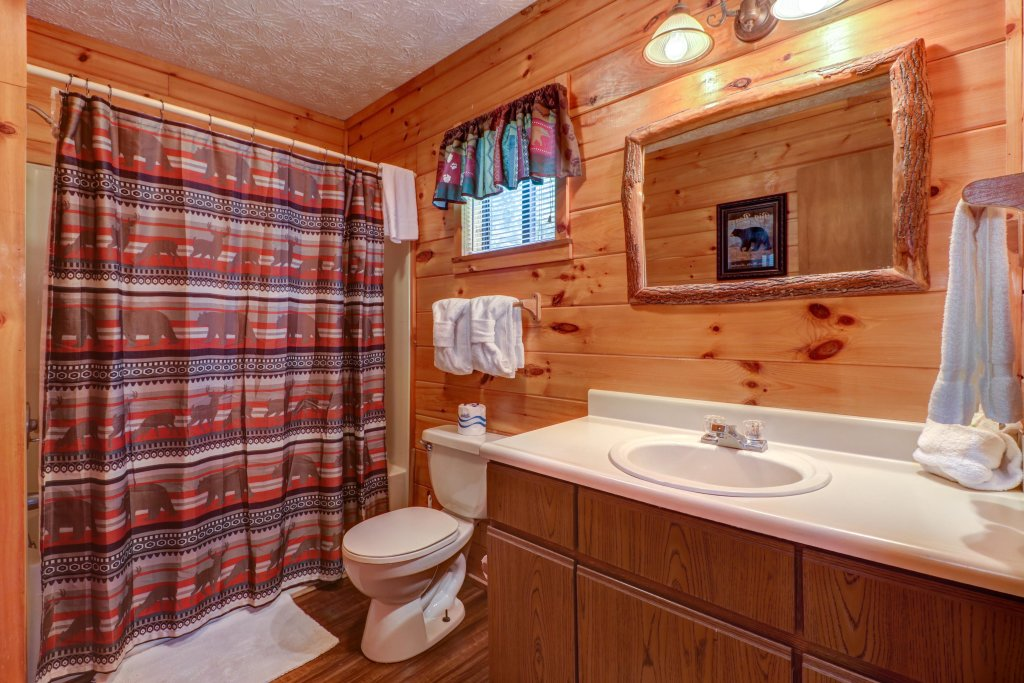 Photo of a Pigeon Forge Cabin named Cozy Bear Cabin - This is the twelfth photo in the set.