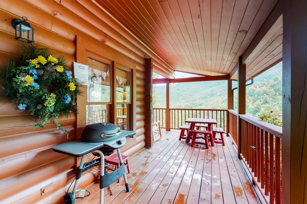 Photo of a Sevierville Cabin named Altitude Adjustment - This is the twenty-first photo in the set.