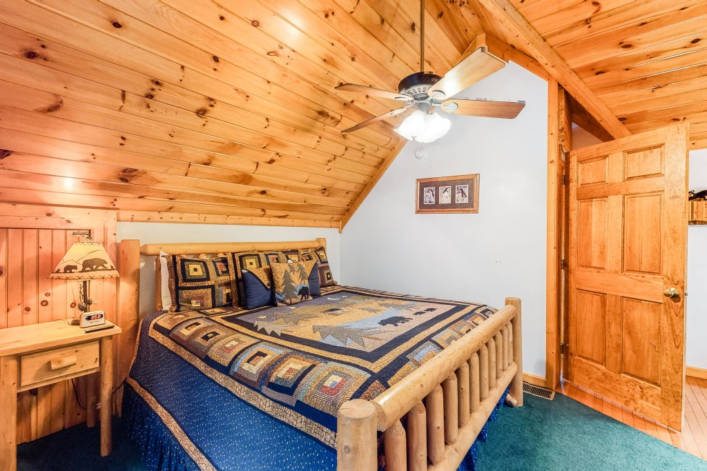 Photo of a Sevierville Cabin named Altitude Adjustment - This is the thirteenth photo in the set.