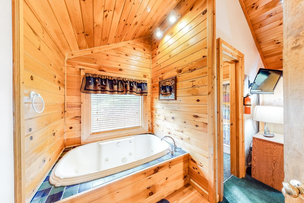 Photo of a Sevierville Cabin named Altitude Adjustment - This is the sixteenth photo in the set.
