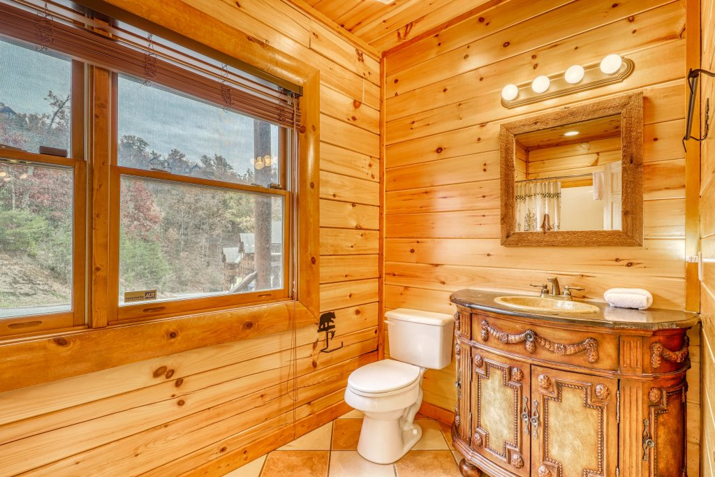 Photo of a Sevierville Cabin named Bit O'honey - This is the ninth photo in the set.