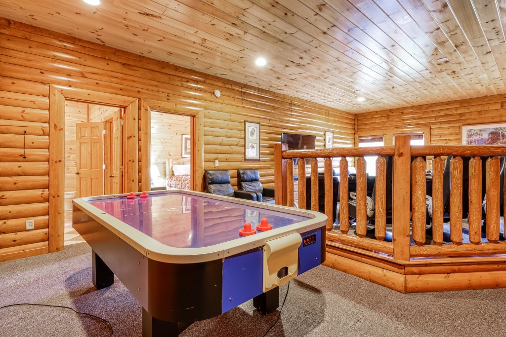 Photo of a Sevierville Cabin named Bit O'honey - This is the seventeenth photo in the set.