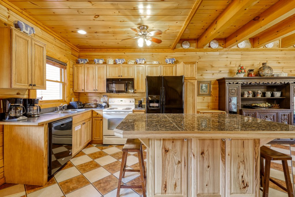 Photo of a Sevierville Cabin named Bit O'honey - This is the fifth photo in the set.