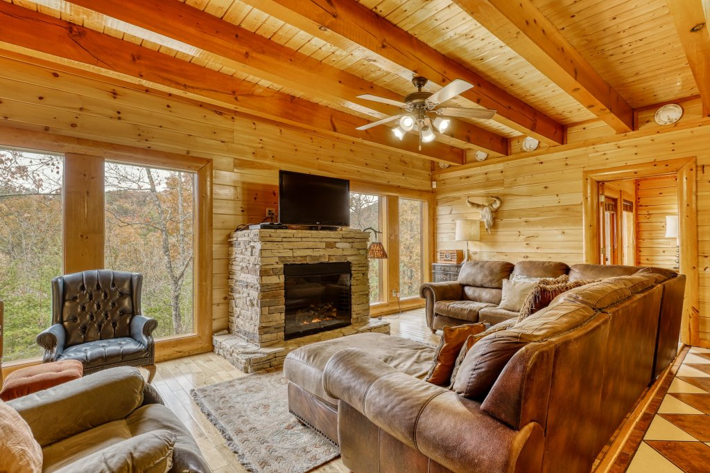 Photo of a Sevierville Cabin named Bit O'honey - This is the fourth photo in the set.