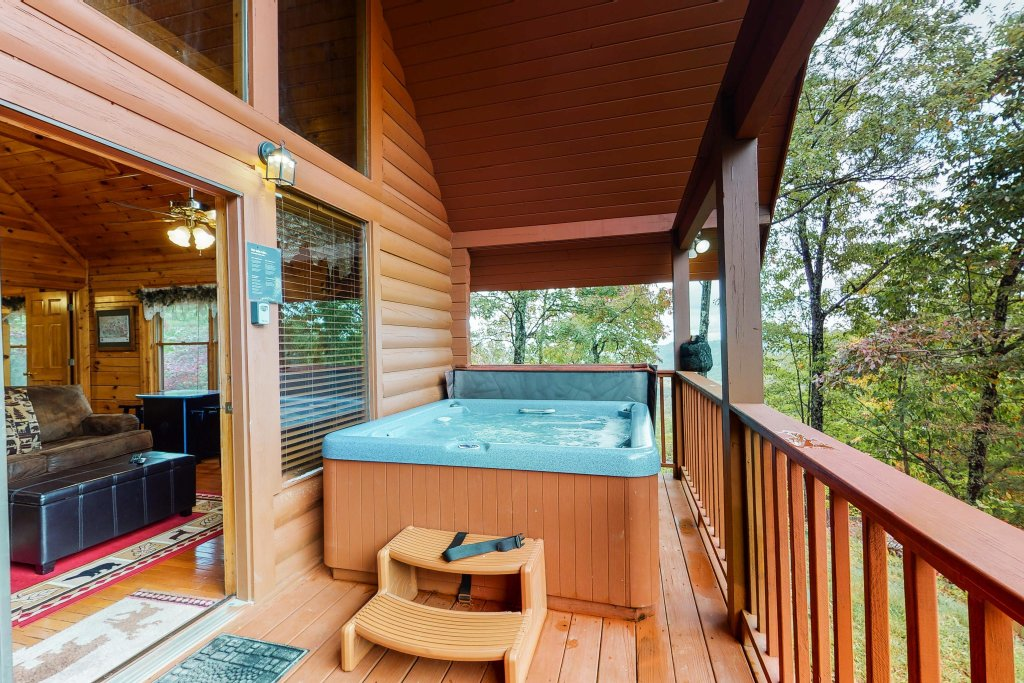 Photo of a Sevierville Cabin named Altitude Adjustment - This is the twentieth photo in the set.