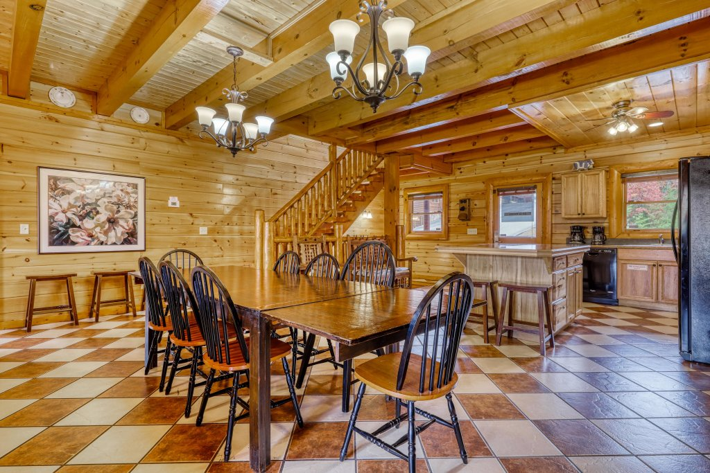 Photo of a Sevierville Cabin named Bit O'honey - This is the sixth photo in the set.