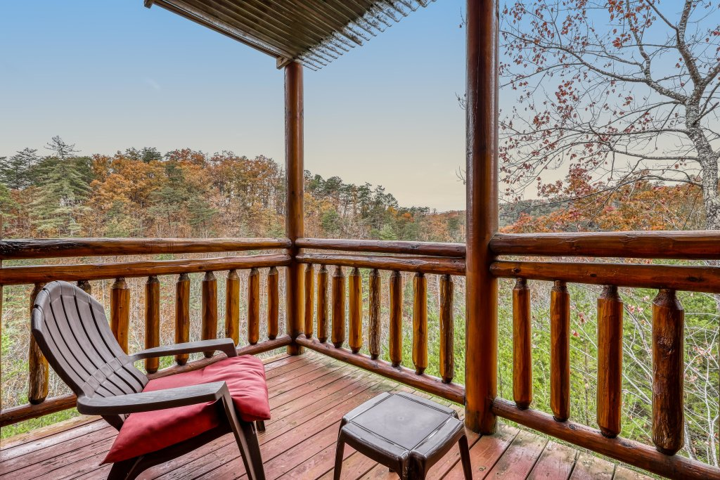 Photo of a Sevierville Cabin named Bit O'honey - This is the fifteenth photo in the set.