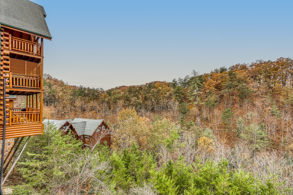 Photo of a Sevierville Cabin named Bit O'honey - This is the sixteenth photo in the set.