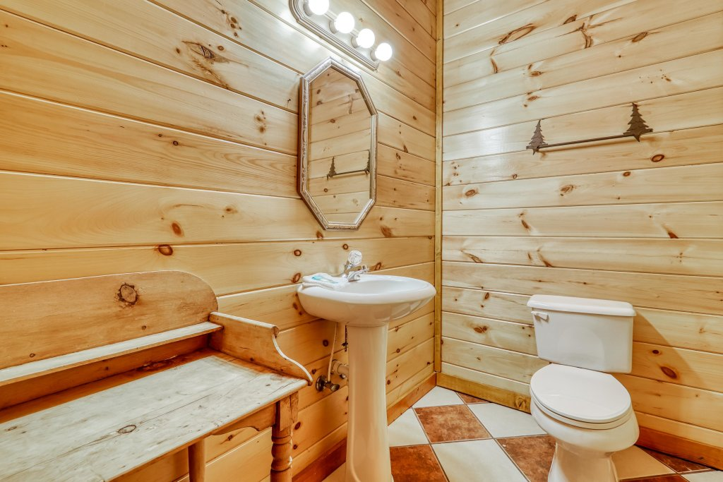 Photo of a Sevierville Cabin named Bit O'honey - This is the twenty-first photo in the set.