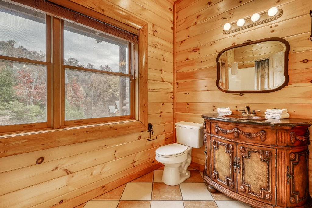Photo of a Sevierville Cabin named Bit O'honey - This is the thirtieth photo in the set.