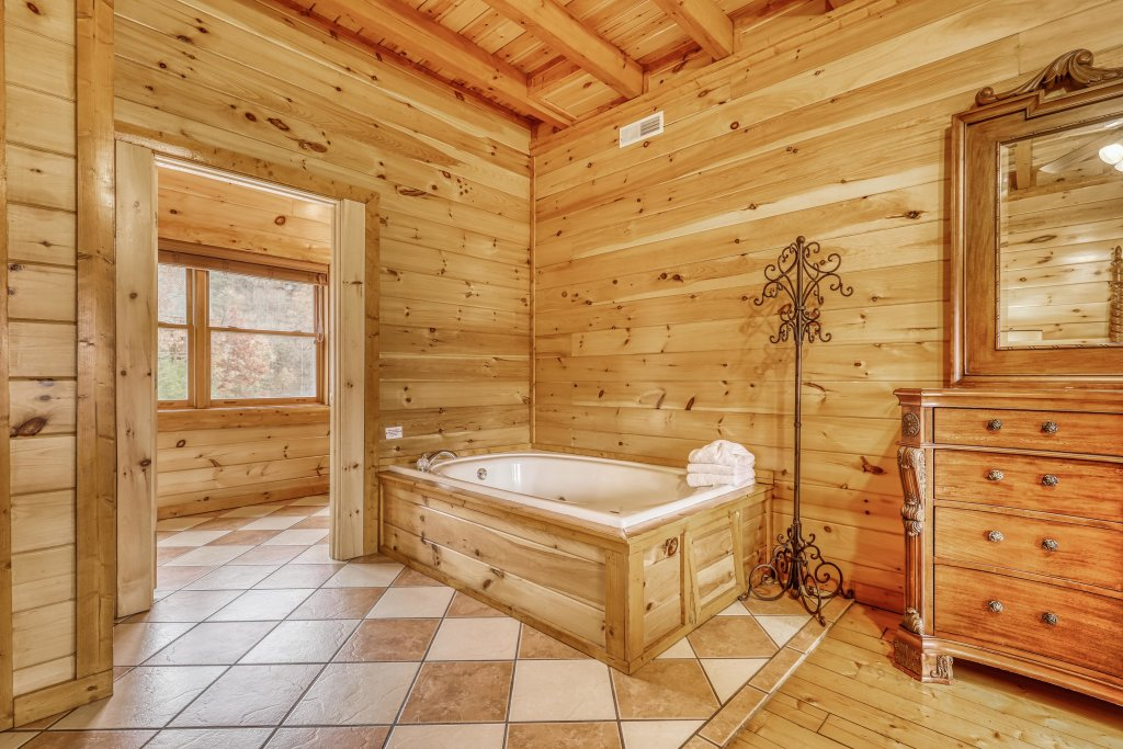Photo of a Sevierville Cabin named Bit O'honey - This is the twenty-ninth photo in the set.