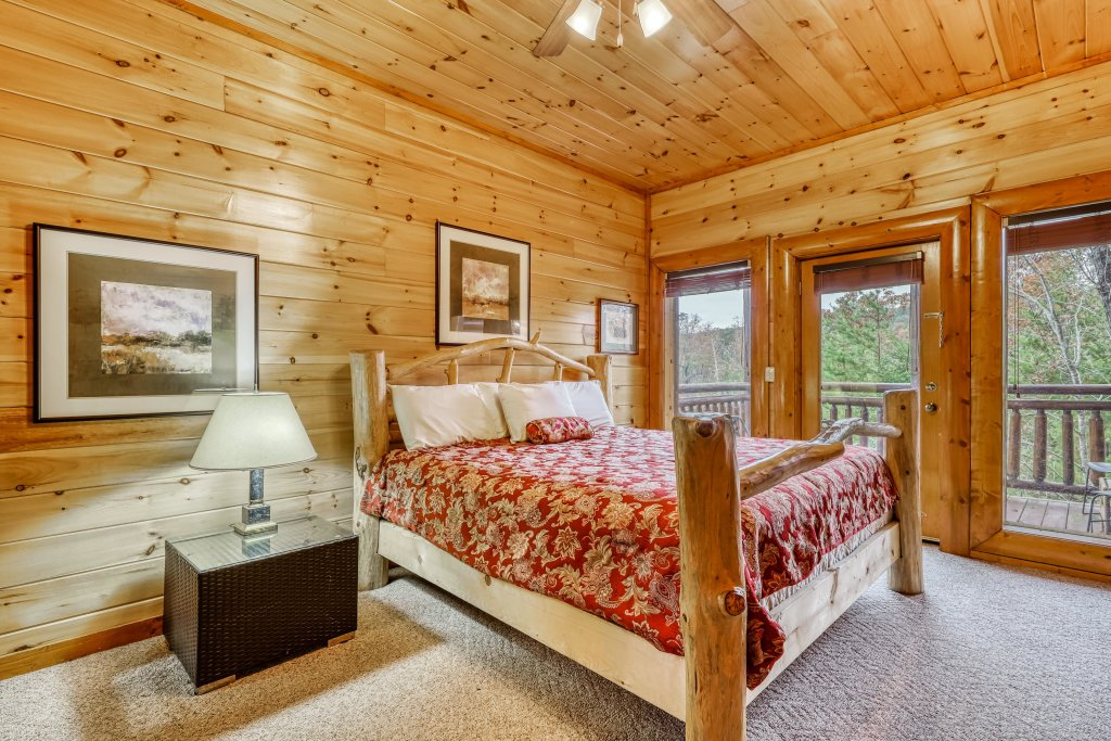 Photo of a Sevierville Cabin named Bit O'honey - This is the twenty-second photo in the set.