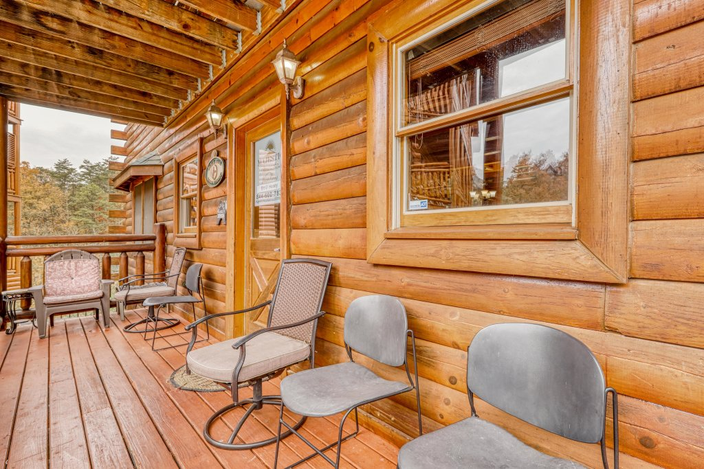 Photo of a Sevierville Cabin named Bit O'honey - This is the forty-seventh photo in the set.