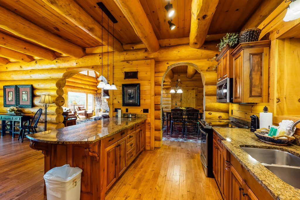 Photo of a Gatlinburg Cabin named Beary Content - This is the fourteenth photo in the set.