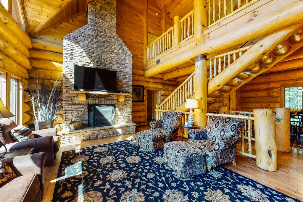 Photo of a Gatlinburg Cabin named Beary Content - This is the third photo in the set.