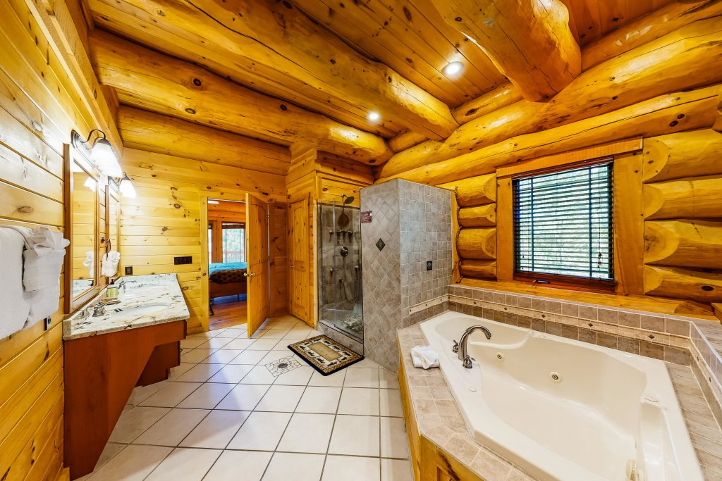 Photo of a Gatlinburg Cabin named Beary Content - This is the twenty-third photo in the set.