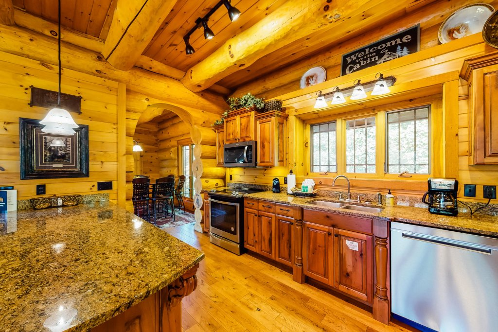 Photo of a Gatlinburg Cabin named Beary Content - This is the twelfth photo in the set.