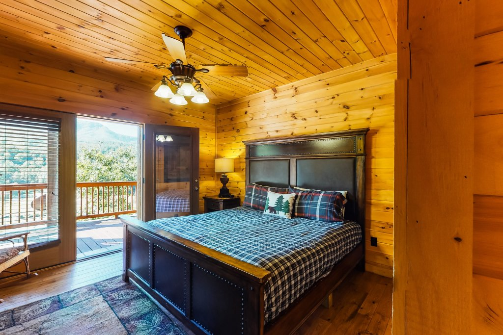 Photo of a Gatlinburg Cabin named Beary Content - This is the forty-eighth photo in the set.