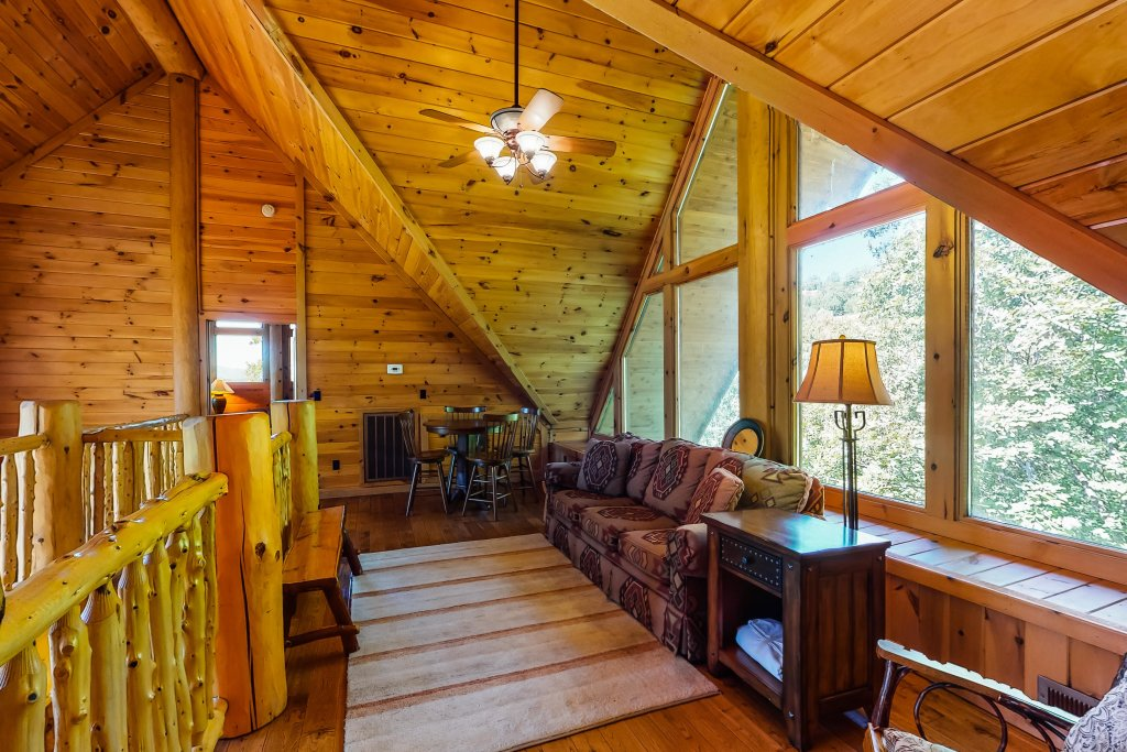 Photo of a Gatlinburg Cabin named Beary Content - This is the thirty-seventh photo in the set.