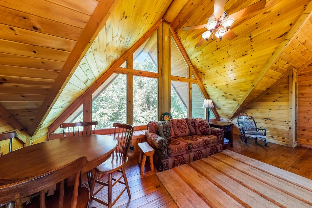 Photo of a Gatlinburg Cabin named Beary Content - This is the thirty-eighth photo in the set.