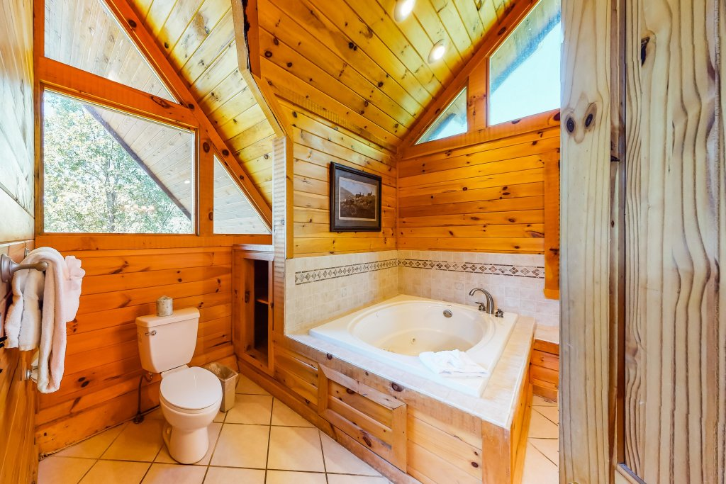 Photo of a Gatlinburg Cabin named Beary Content - This is the forty-third photo in the set.