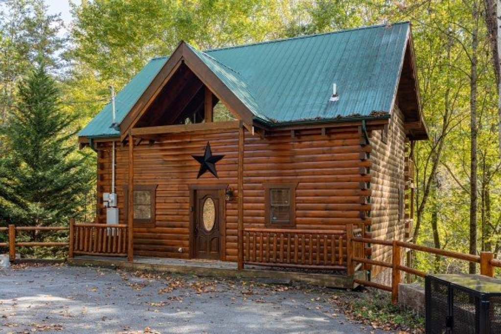 Photo of a Gatlinburg Cabin named Silver Creek Cabin - This is the second photo in the set.