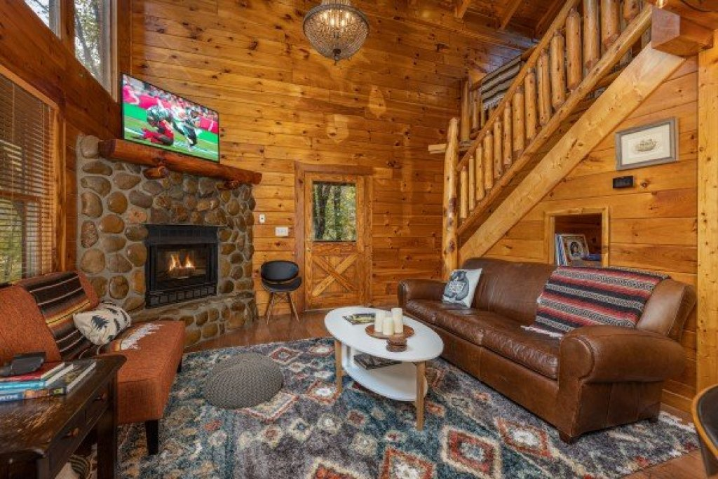 Photo of a Gatlinburg Cabin named Silver Creek Cabin - This is the fourth photo in the set.
