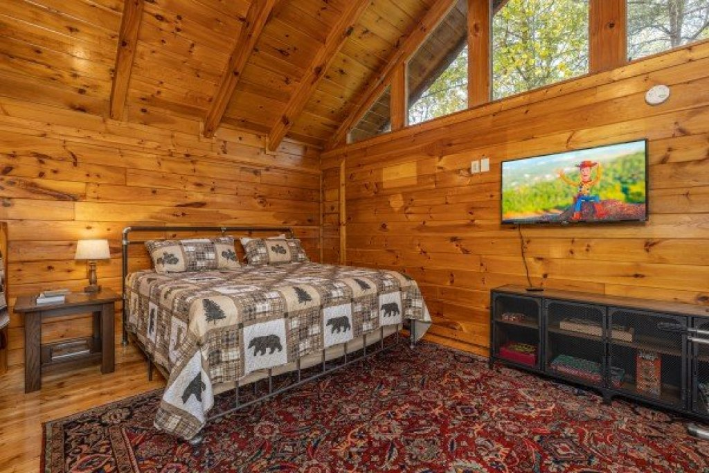 Photo of a Gatlinburg Cabin named Silver Creek Cabin - This is the seventeenth photo in the set.