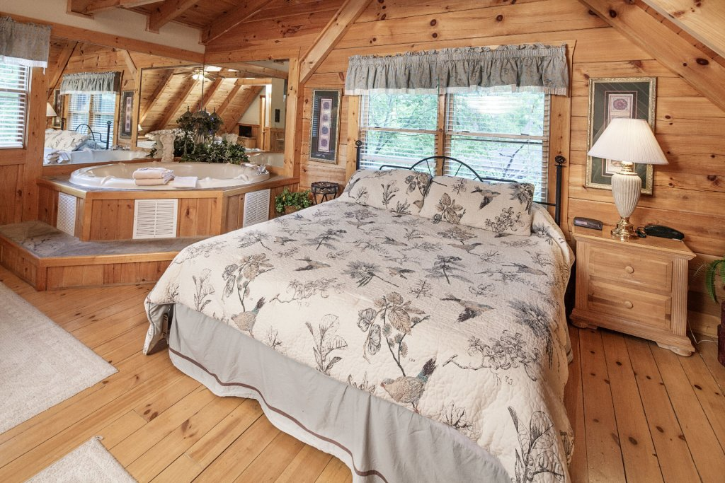 Photo of a Pigeon Forge Cabin named  Heavenly Peace - This is the seventeenth photo in the set.