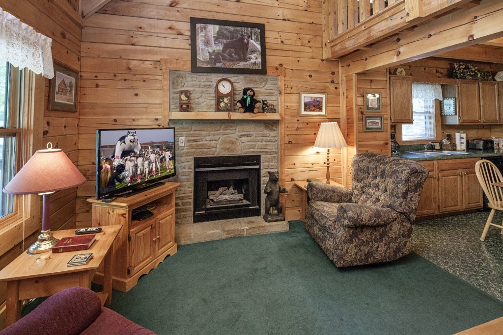 Photo of a Pigeon Forge Cabin named  Gerrald's Chalet - This is the third photo in the set.