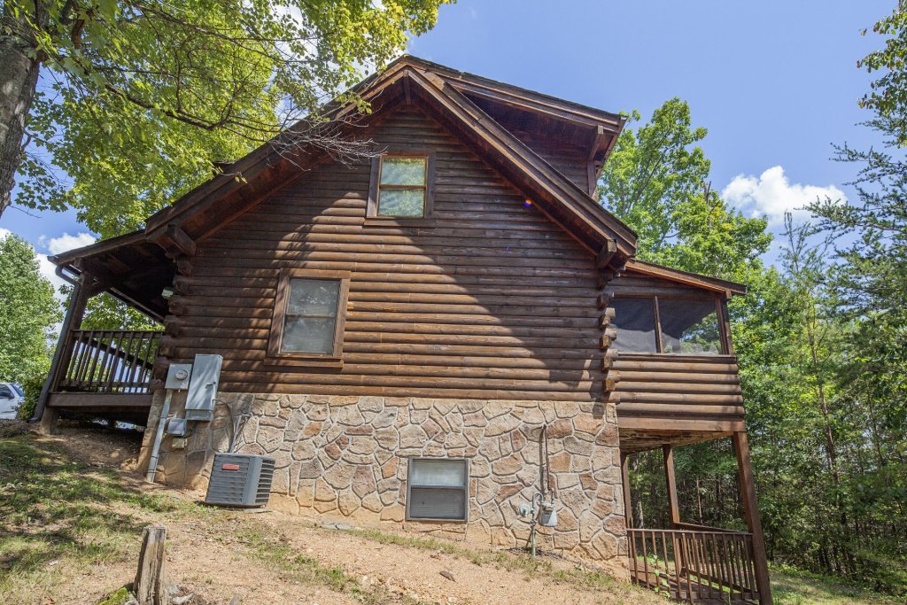 Photo of a Pigeon Forge Cabin named  Gerrald's Chalet - This is the thirty-first photo in the set.