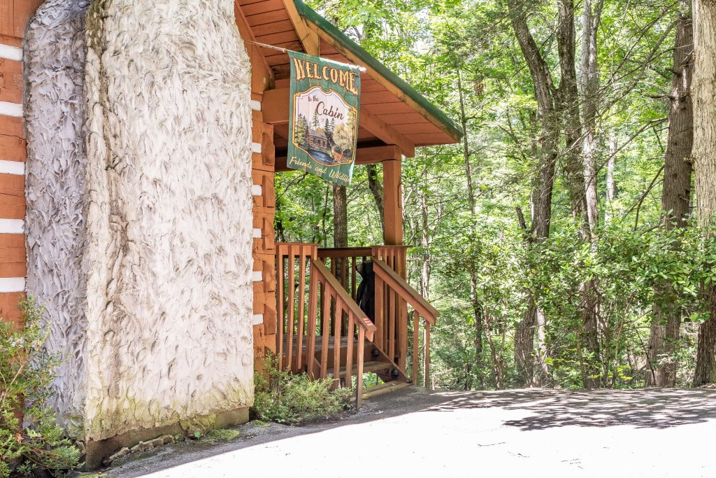 Photo of a Pigeon Forge Cabin named The Loon's Nest (formerly C.o.24) - This is the thirty-first photo in the set.