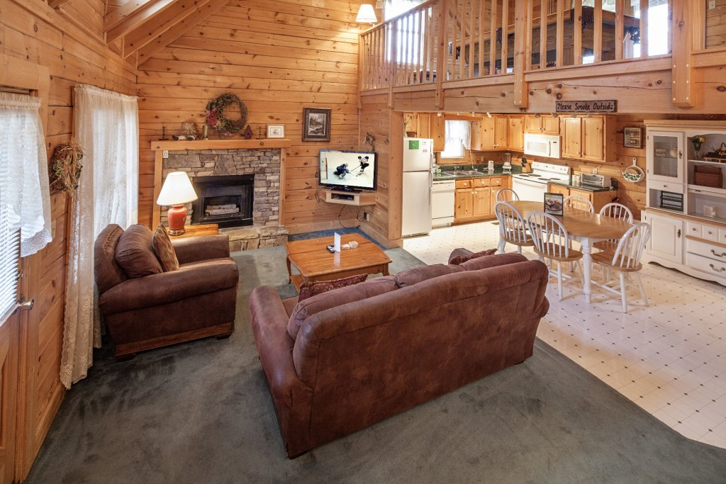 Photo of a Pigeon Forge Cabin named  Heavenly View - This is the second photo in the set.