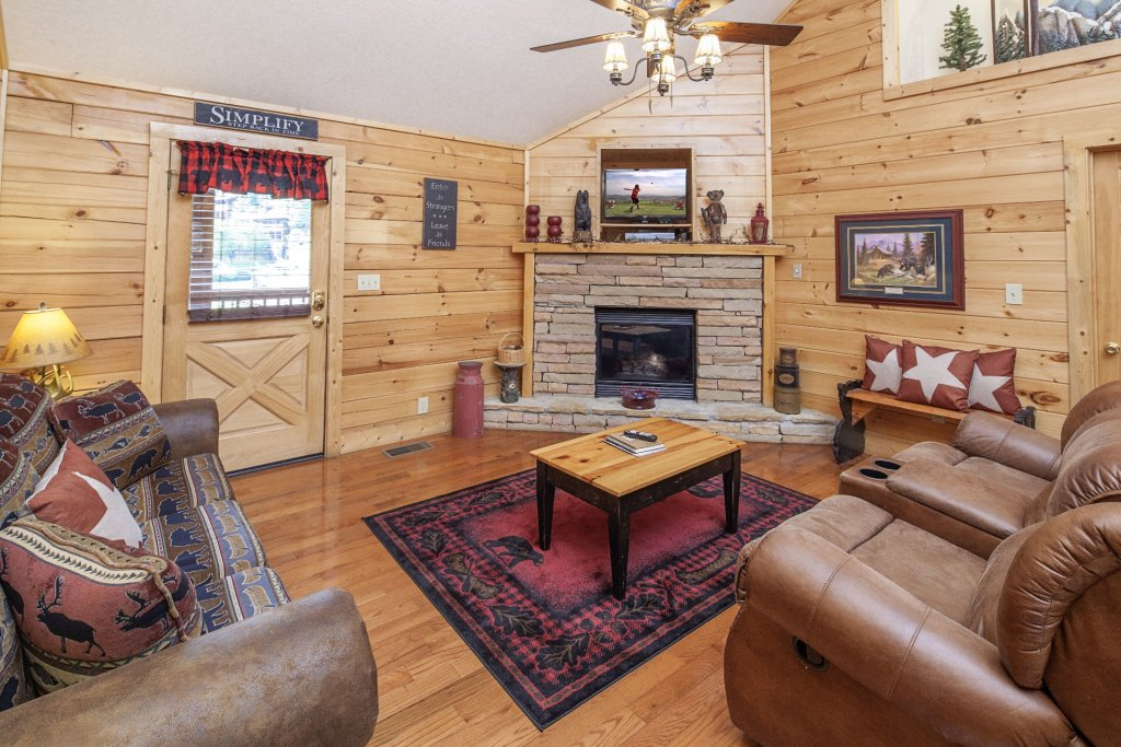 Photo of a Pigeon Forge Cabin named  A Smoky Mountain Dream - This is the third photo in the set.