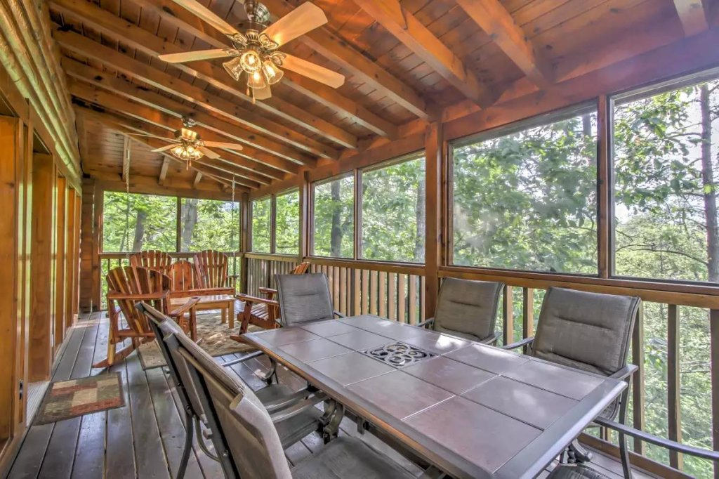 Photo of a Pigeon Forge Cabin named  R Tribe's Treehouse - This is the twentieth photo in the set.