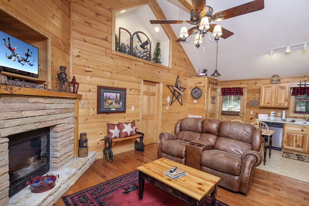 Photo of a Pigeon Forge Cabin named  A Smoky Mountain Dream - This is the second photo in the set.