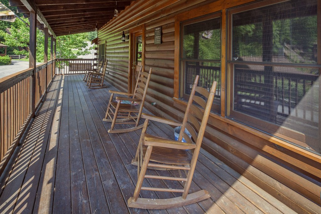 Photo of a Pigeon Forge Cabin named  A Smoky Mountain Dream - This is the fifth photo in the set.