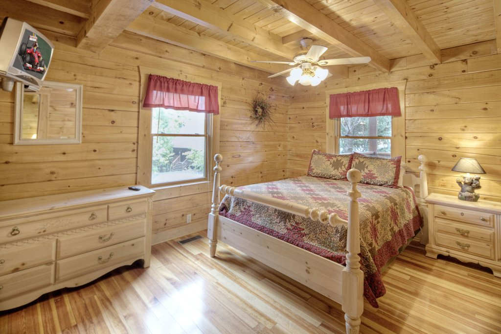 Photo of a Pigeon Forge Cabin named  Eagle's Beauty - This is the sixth photo in the set.