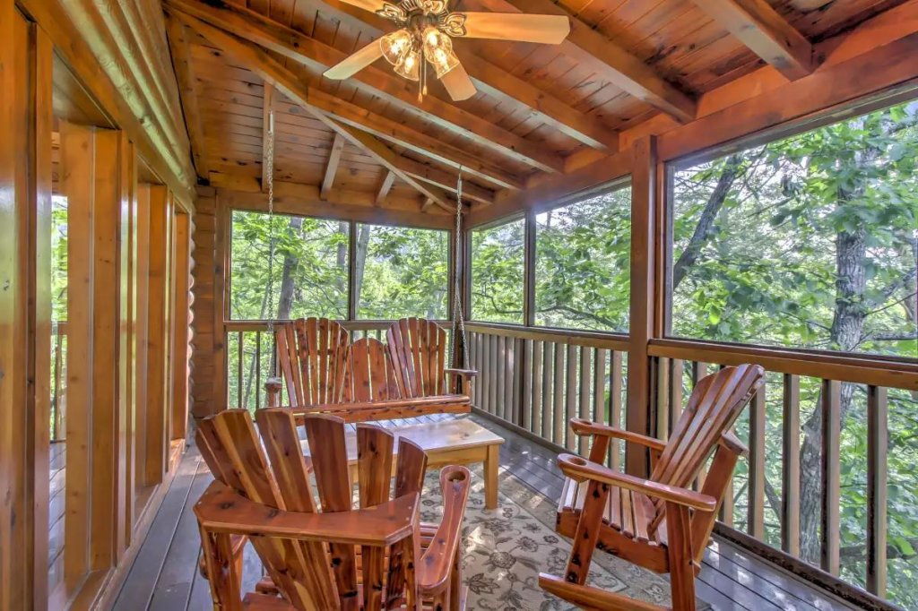 Photo of a Pigeon Forge Cabin named  R Tribe's Treehouse - This is the nineteenth photo in the set.