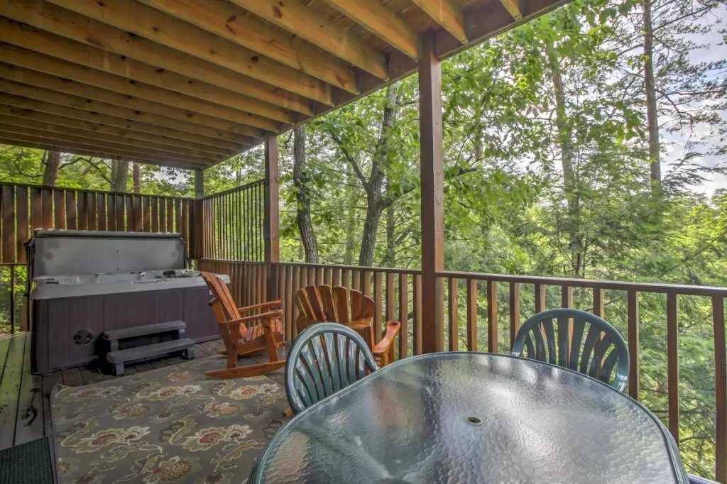 Photo of a Pigeon Forge Cabin named  R Tribe's Treehouse - This is the twenty-second photo in the set.