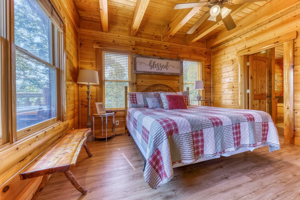 Photo of a Sevierville Cabin named Heaven Sent - This is the twentieth photo in the set.