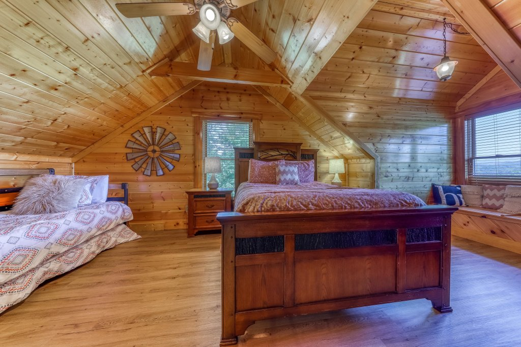 Photo of a Sevierville Cabin named Heaven Sent - This is the twenty-seventh photo in the set.
