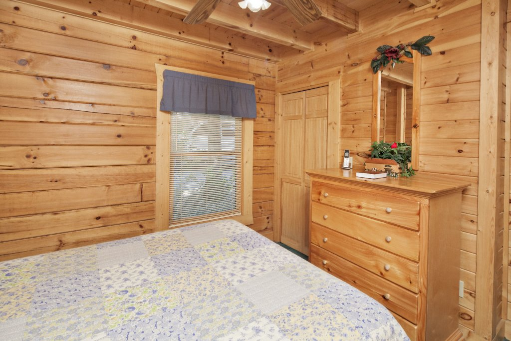 Photo of a Pigeon Forge Cabin named  Red Bird Haven - This is the fourteenth photo in the set.